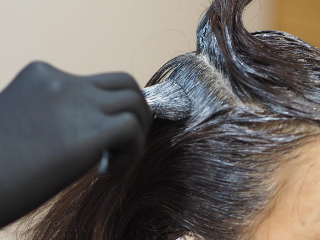 金沢文庫の美容院(美容室)クロッグヘアー 白髪染め風景